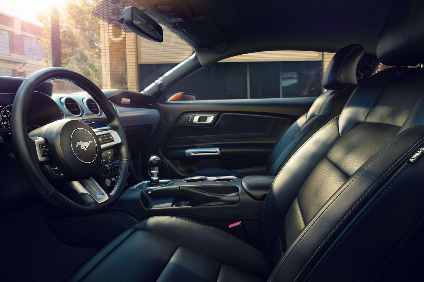 Ford Mustang 2019 Cockpit, interior, steering wheel, center console, front seats.