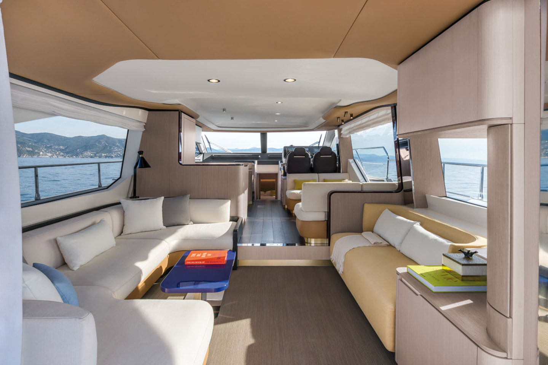Azimut Yachts Flybridge 60 Salon Interior