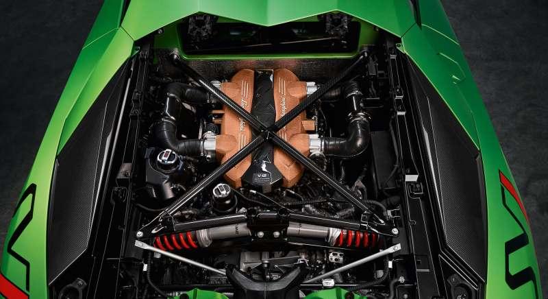 Lambo Aventador SVJ Engine