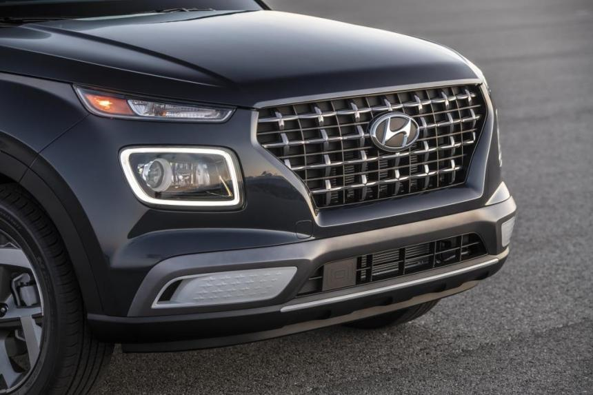 Hyundai Venue Front Grill and Headlamps
